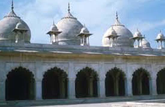 ताजमहल में काली पड़ने लगी शहंशाह की कब्र
