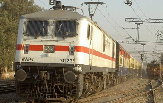 रेलवे ने 12 केंद्रों की परीक्षा रद की, जांच के आदेश