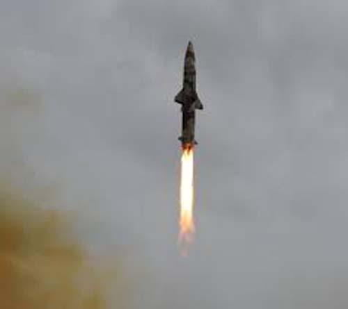 धनुष बैलस्टिक मिसाइल का सफल परीक्षण