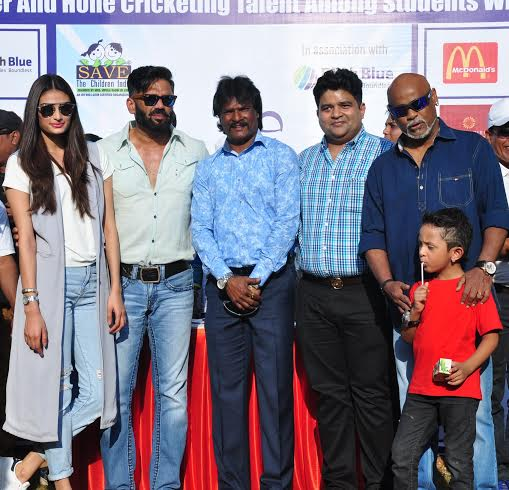 Vinod Kambli & Athiya Shetty attend Vishesh Cup 2016 held in Mumbai