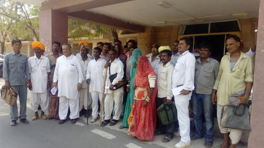 बाड़मेर-प्रधानमंत्री आवास योजना पर पानी फैैर दिया - बडेरा