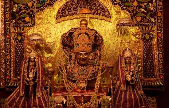 शाही ठाठ बाठ से निकली शोभायात्रा के साथ कल्याण महाकुंभ का भव्य आगाज