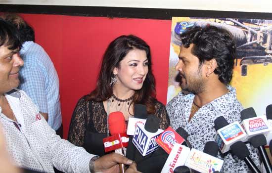 'होगी प्यार की जीत' का मुम्बई में भव्य प्रीमियर ,फिल्म मुम्बई और गुजरात में प्रदर्शित