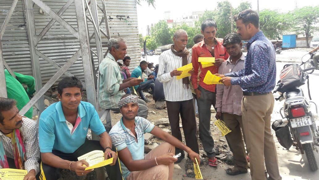 ग्रामीणों एवं श्रमिकों को दें विधिक जानकारियां