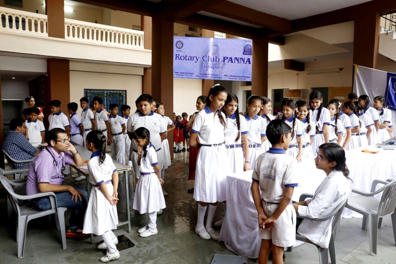 चिकित्सा शिविर में 912 बच्चों का हुआ स्वास्थ्य परीक्षण