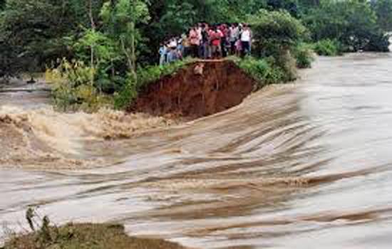असम में बाढ़ से 10 लाख से अधिक लोग प्रभावित