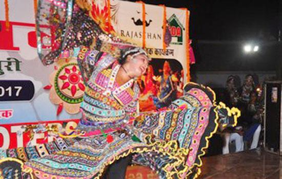 राजस्थान पर्यटन के तीज उत्सव शुरू लोक कलाकारों ने दी मनमोहक कार्यक्रमों की प्रस्तुति