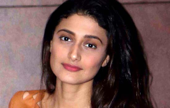 Ragini Khanna invited relative and friends
