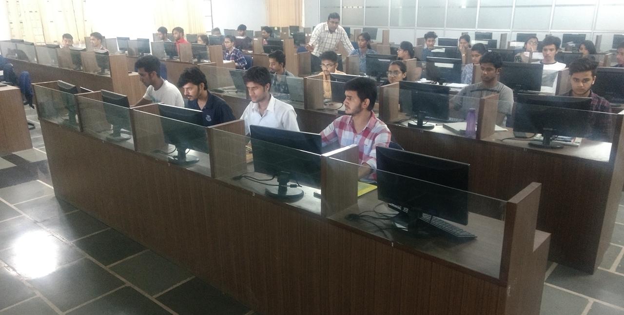छात्र अपनी वेबसाइट बनाकर हुए उत्साहित