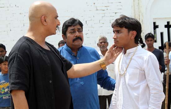 रॉयल इंट्री कर रहे हैं हर्ष ठाकुर
