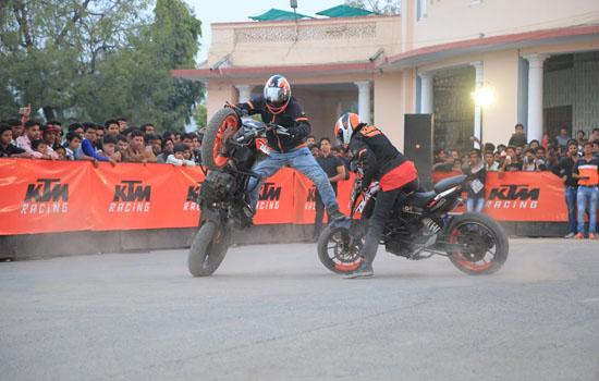 केटीएम द्वारा उदयपुर में शानदार स्टंट शो का आयोजन