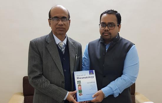 डॉ. मोहित का अध्याय रह्यूमेटोलॉजी के मैन्यूअल में शामिल