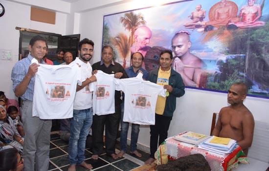 भगवान बाहुबली महामस्तकाभिषेक का शर्ट व पुस्तक हुआ भव्य विमोचन ।