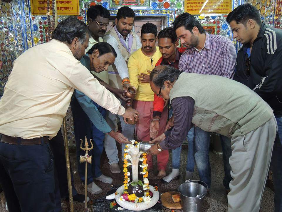 शिव दल कार्यकर्ताओ ने 51 शिव मंदिरो मे किया शिवाभिषेक