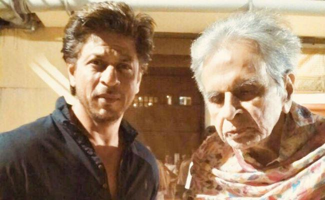 'ट्रेजेडी किंग' दिलीप कुमार से मिले शाहरुख खान