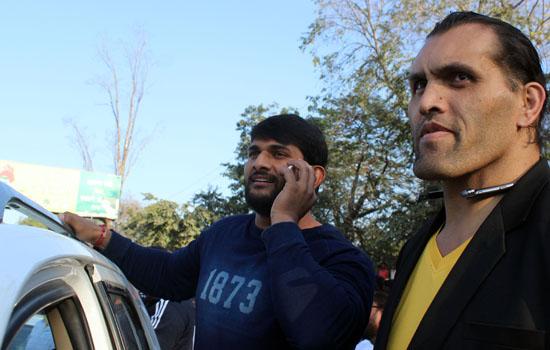 एनकाउंटर 18  का  प्रमोशन करने खली घूमे उदयपुर शहर में
