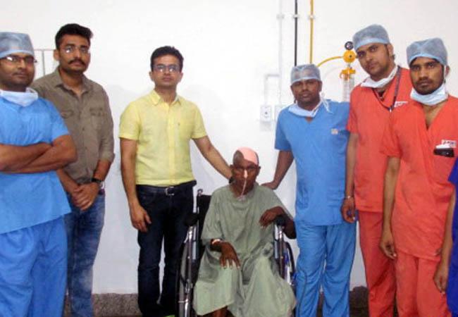 क्रिकेट बॉल आकार के ट्यूमर का सफल ऑपरेशन