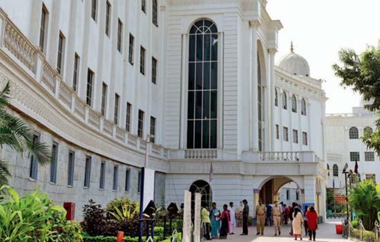 पर्यटकों के लिए विविध आकर्षण मौजूद हैं कोलकाता में