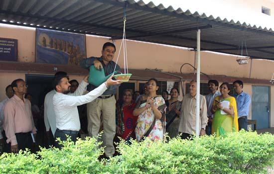 बेजुबान पंछियों को गर्मी से बचाने के लिए चलाया 'पंछी बचाओं, परिंडे लगाओं अभियान'