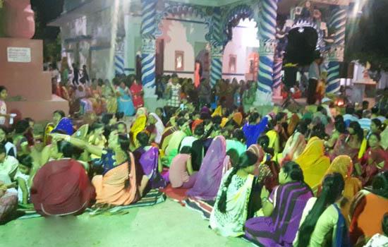श्रीराधा-कृष्ण मंदिर में देर रात तक भाव विभोर हुए भक्तजन