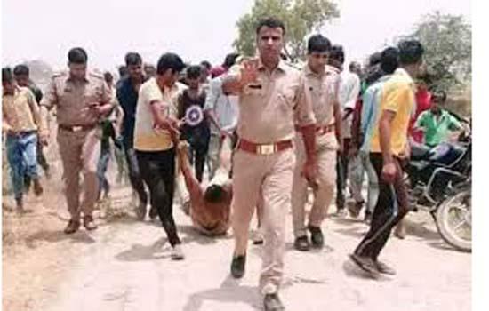 उप्र पुलिस ने हापुड़ घटना की तस्वीर वायरल होने के बाद माफी मांगी