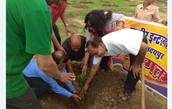 महावीर इन्टरनेशनल ने रोपें १ हजार पौधें