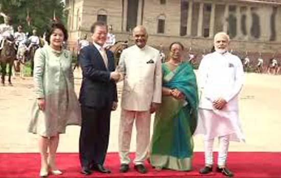 राष्ट्रपति भवन में मून जे-इन का  पारंपरिक स्वागत