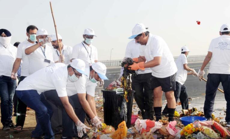 OMG:कचरा बनी दिल्ली में टूटती जीवन सांसें
