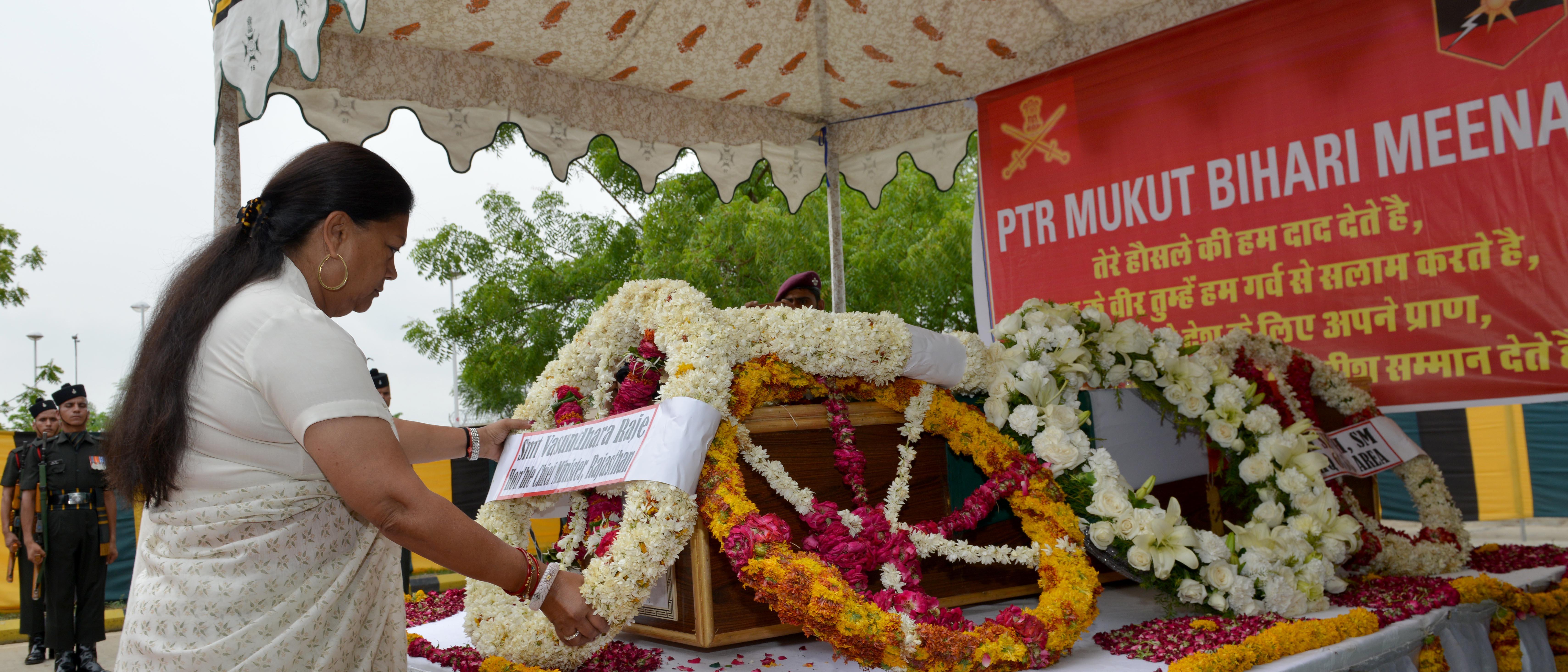 श्री मुकुट बिहारी को श्रद्धांजलि