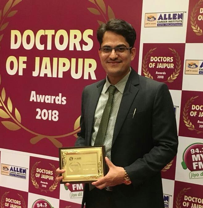 जॉइंट रिप्लेसमेंट में उत्कृष्ट सेवाओ के लिए डॉ.दीपक सैनी सम्मानित
