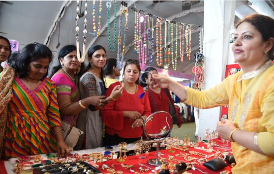 त्यौहारों की जमकर खरीददारी के साथ जैनम - 09 सम्पन्न