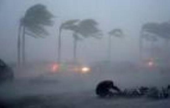अमेरिका पर महा- तूफान का खतरा