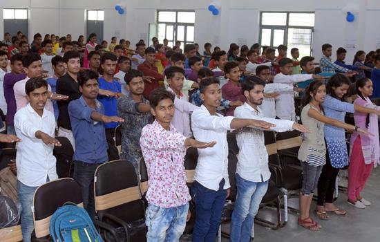 गोविन्द गुरु महाविद्यालय में हिन्दी दिवस पर आयोजन
