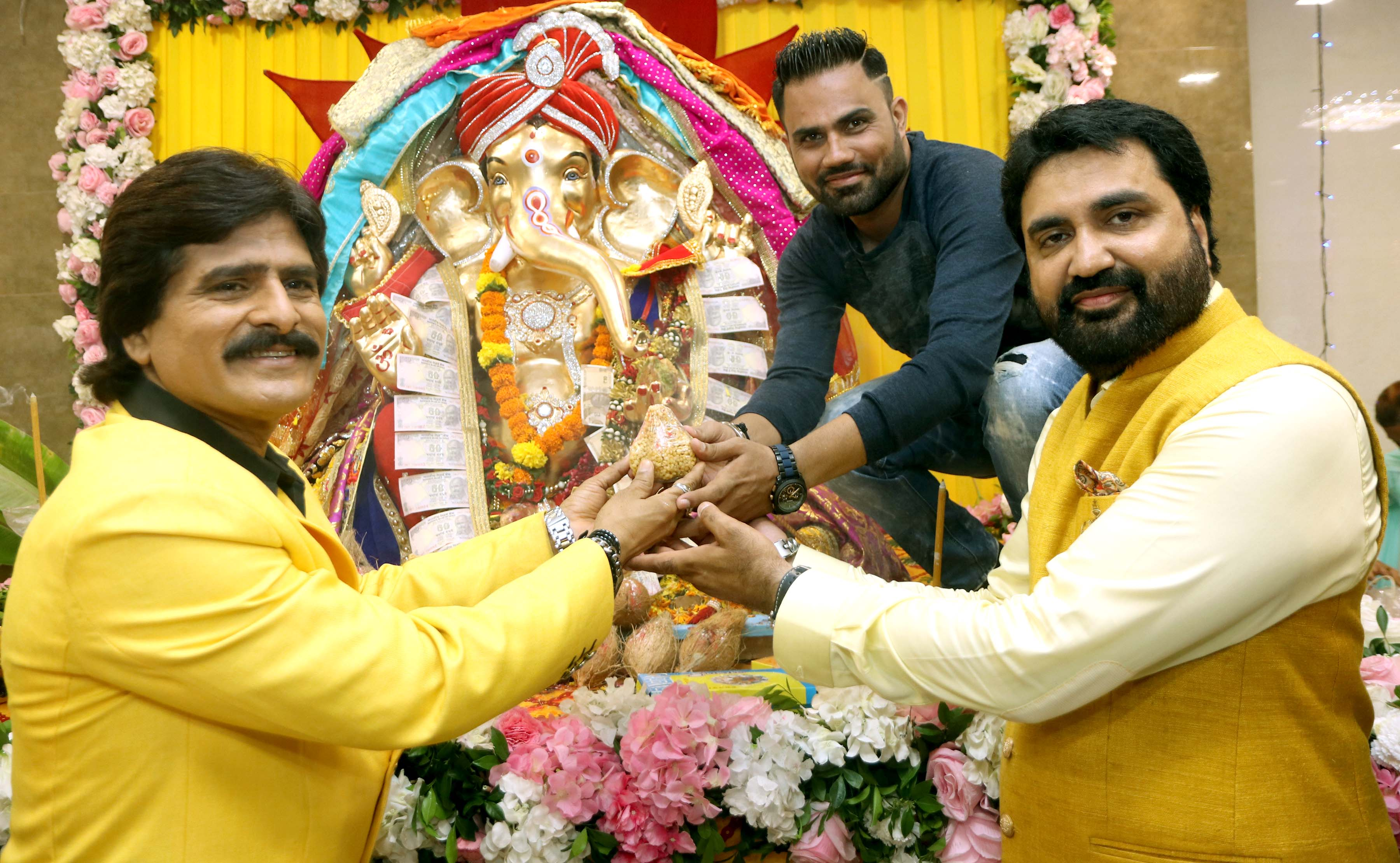 Celebs and Politicians came to take blessing at Eco Friendly Ganpati a