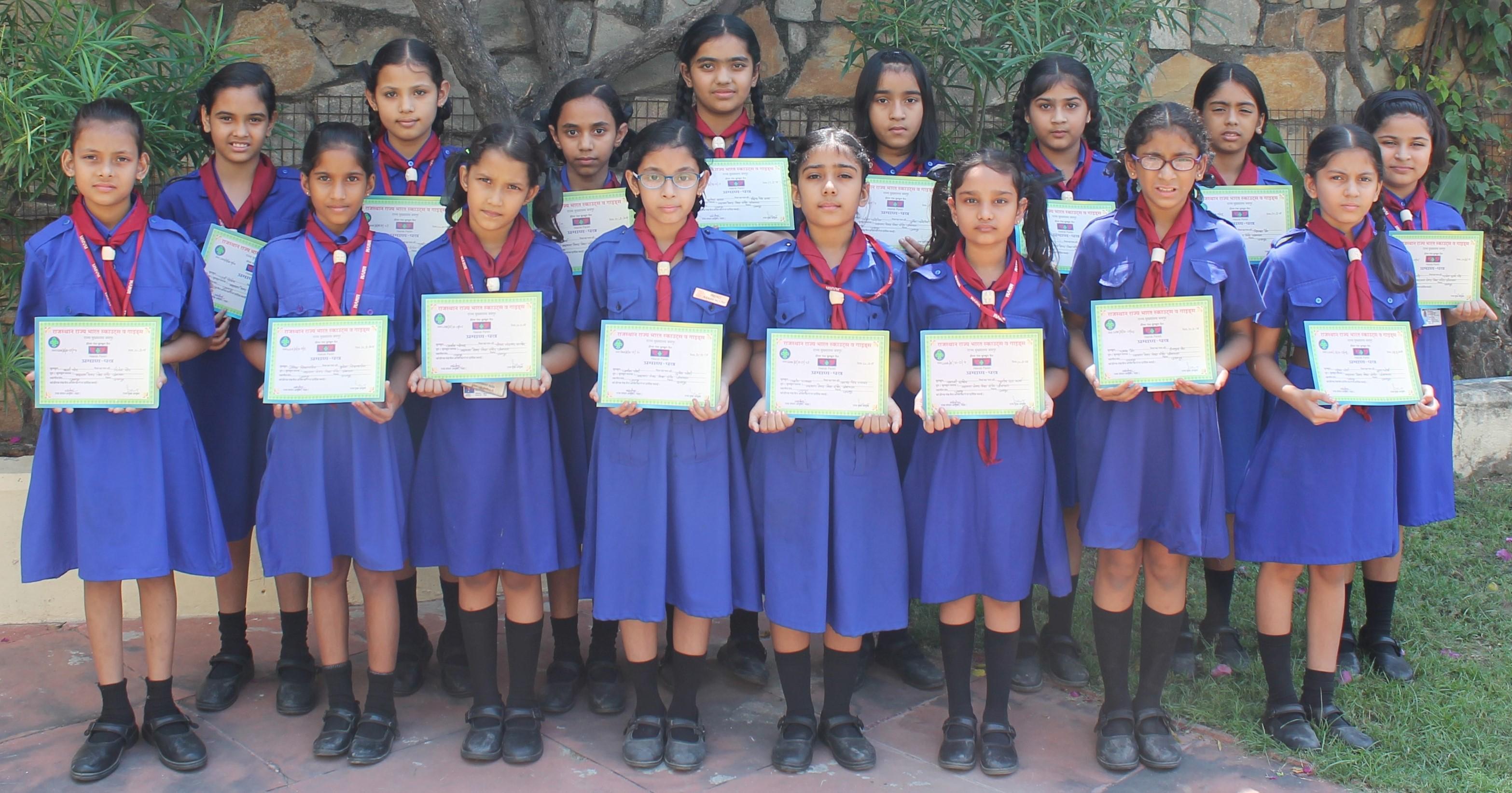 एमएमवीएम की बुलबुल छात्राओं को हीरक पंख प्रमाण पत्र