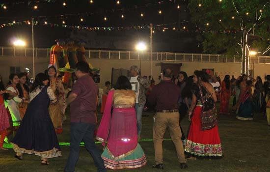 ९ दिवसीय साहस,संस्कृति व रंगों से भरपूर पारिवारीक उदयपुर डांडिया उत्सव शुरू
