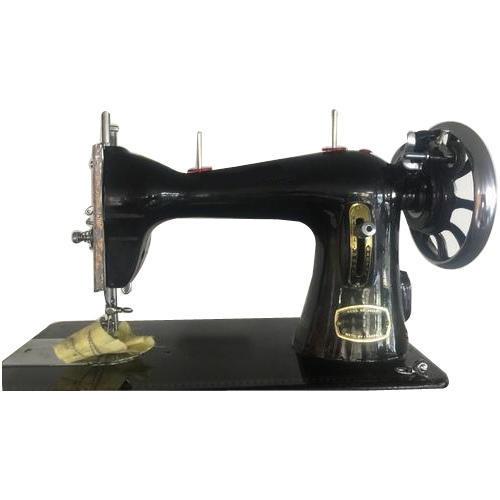जरूरतमंद महिला को रोजगार सृजन के लिये दी सिलाई मशीन