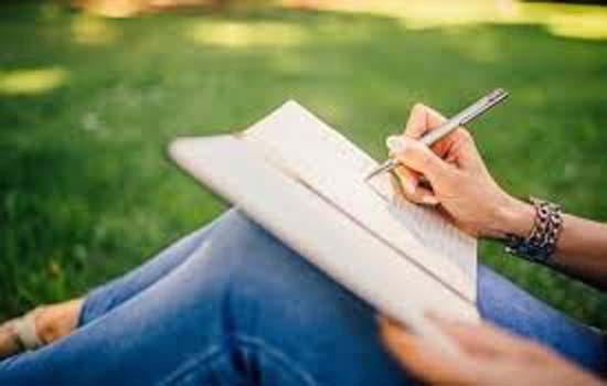 लेखक बन कर सँवार सकते हैं अपना कॅरियर