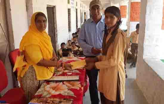 विद्यालय में कन्या पूजन कार्यक्रम का आयोजन ''