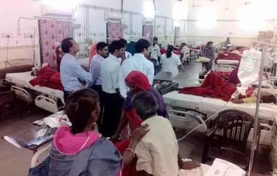 अधिकारियों ने किया अस्पताल का दौरा