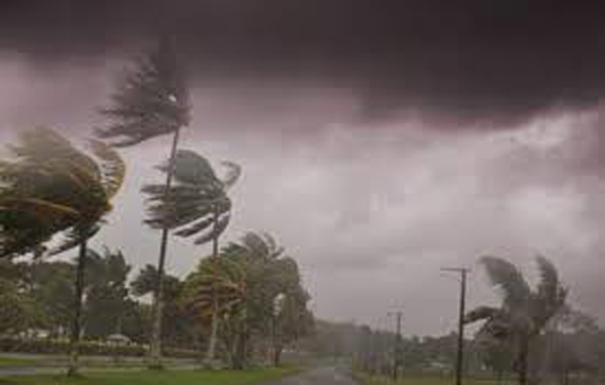 120 किलोमीटर प्रतिघंटा की रफ्तार से तमिलनाडु पहुंचा चक्रवातीय तूफान