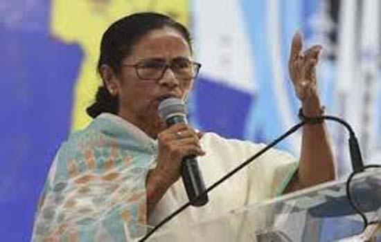 ममता बनर्जी ने सशस्त्र बलों की प्रशंसा करते हुए कहा कि उनकी सेवाओं के लिए देश उनका ऋणी है