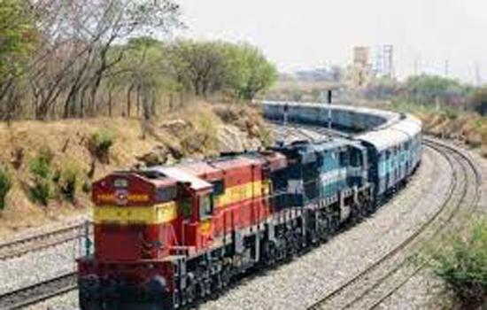 ०२ रेलसेवाओं में बढाये डिब्बे
