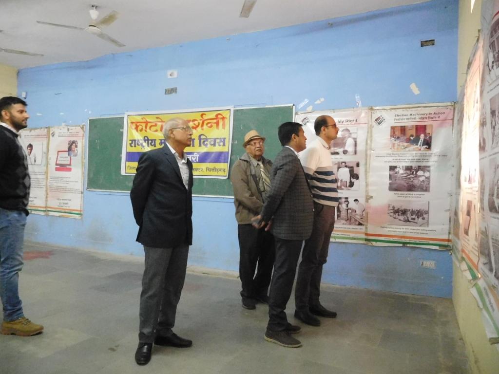 उप जिला निर्वाचन अधिकारी ने किया  मतदाता फोटो प्रदर्शनी का शुभारम्भ