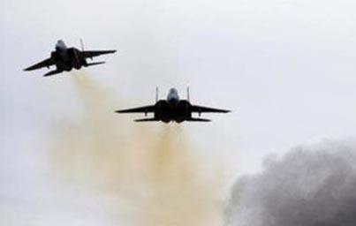 इज़राइली युद्धक विमानों ने दमिश्क हवाई अड्डे में एक गोदाम को निशाना बनाया