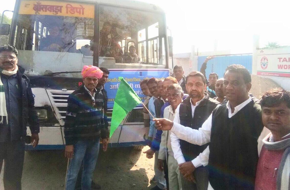 बांसवाड़ा से 1000 आदिवासियों का दल दादर-नागर हवेली के लिए रवाना