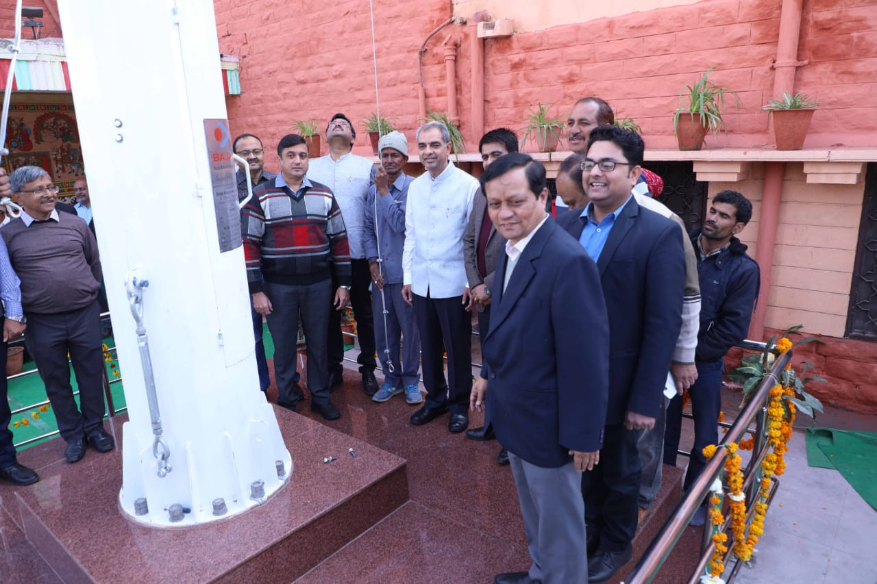 जोधपुर रेलवे स्टेशन पर लहराया 100 फीट ऊँचा राष्ट्रीय तिरंगा ध्वज ।