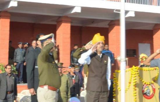 रेलवे स्टेडियम में मंडल रेल प्रबन्धक श्री गौतम अरोरा ने राष्ट्रीय ध्वज फहराया