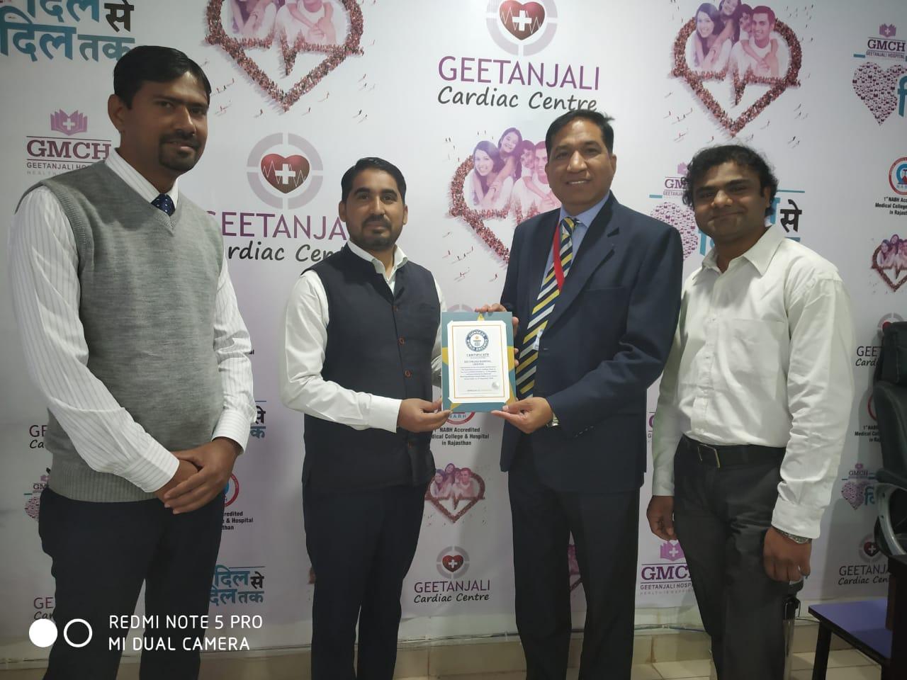 'गिनीज बुक ऑफ वर्ल्ड रिकॉर्ड द्वारा गीतांजली हॉस्पिटल सम्मानित'