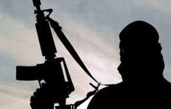 पुलवामा जिले में आतंकवादी ने 40 वर्षीय एक व्यक्ति को जबरन गोली मारी